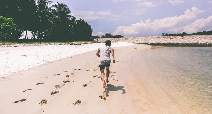 Ventajas y desventajas de correr en la playa