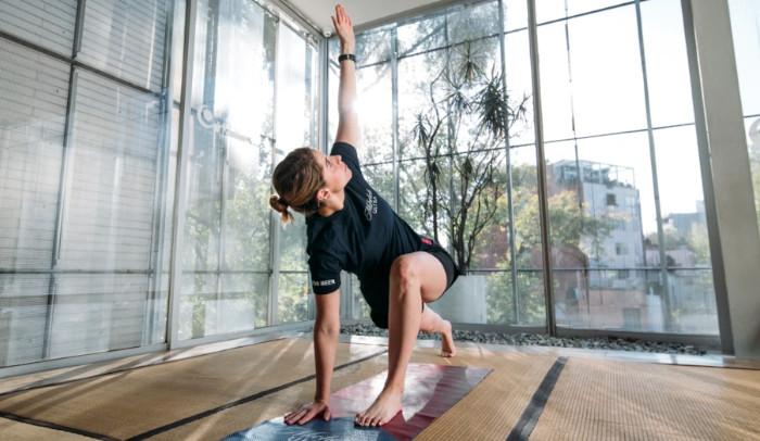 Mantén la casa limpia y el cuerpo fit con estos ejercicios de #CleanWorkout