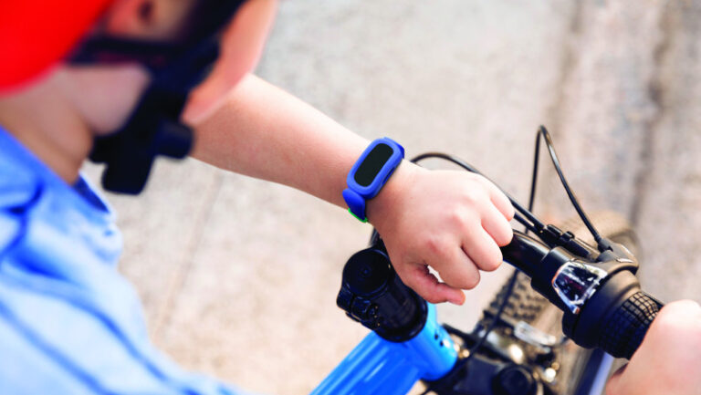 Fitbit anuncia Fitbit Ace 3, monitor de actividad y sueño para niños