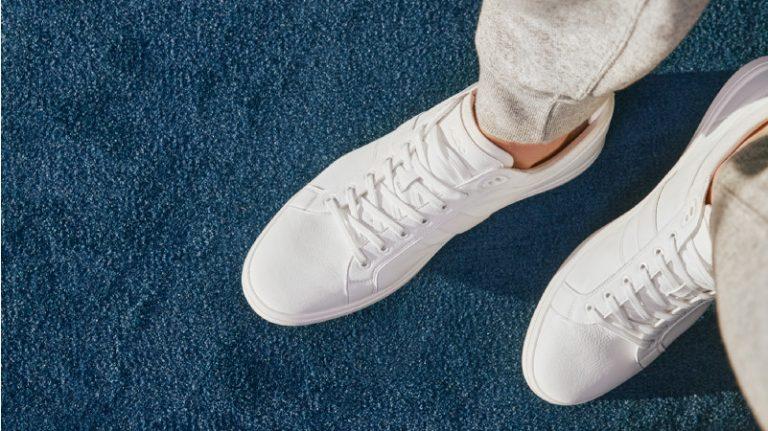 White sneakers: un trend que llegó para convertirse en un clásico